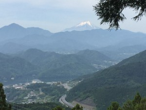 相模湖と富士山
